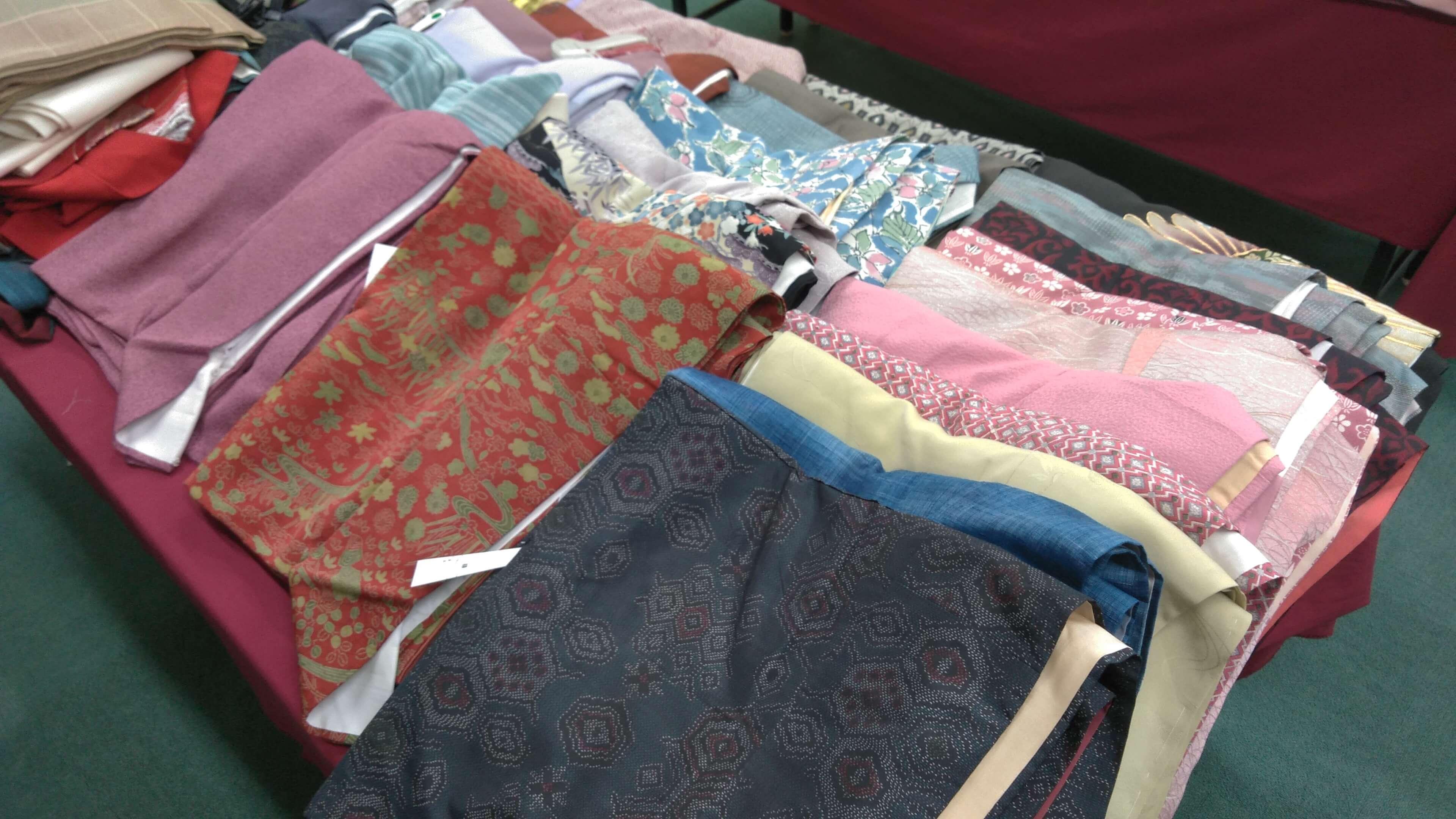正絹の上質な着物もお手頃価格で混じっています。